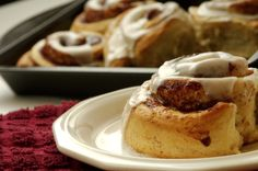 The Pioneer Woman Ree Drummond and Her Mom's Cinnamon Roll Recipe