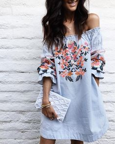 Broderies et épaules dénudées cette robe a tout pour elle  #lookdujour #ldj #embroidery #trendy #dress #offtheshoulders #spring #flowers #feminine #outfitideas #outfitinspo #inspiration #style #regram  @stylinbyaylin