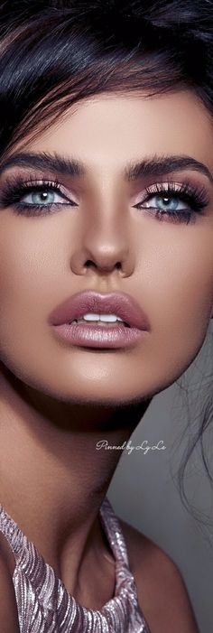 Beautiful Lips At Sexy Lips * Stunning Eyes, Beautiful Lips, Gorgeous Eyes, Pretty Eyes, Cool Eyes, Beautiful Women, Portrait Photos, Brunette Beauty, Woman Face