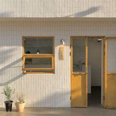Se kai ideas coffee shop aesthetic lockscreens beige aesthetic แ ล ะ aesthe H Design, Cafe Design, Cafe Shop, Cafe Bar, Cafe Interior, Interior And Exterior, Yellow Interior, Interior Design, Coffee Shop Aesthetic