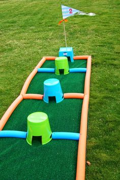 Creative mini putt putt course, with a custom hole sign I Custom by Nico and Lala