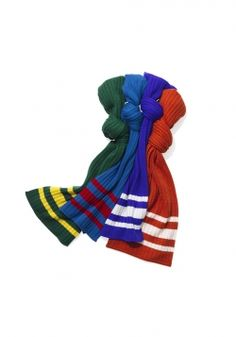Find luxury and varsity colors in one scarf; this cashmere garment is the perfect accessory for those chilly fall days: