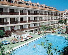 Pez Azul is een vriendelijk, sfeervol en voordelig appartementencomplex gelegen in het Noordelijke Puerto de la Cruz, wat bekend staat als het oudste stadje van de Canarische Eilanden en omringd is door groene valeien en subtropische vegetatie.     In Pez Azul kunt u heerlijk genieten aan het zwembad met apart kinderbed en een zonneterras met ligbedden.  Op ca. 1 km van het hotel liggen de bekende zoutwaterzwembaden en op loopafstand vindt u een supermarkt.  Officiële categorie ***