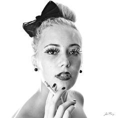 Título: Cigar and dove /  Modelo: Desi Ruiz / Peluquería: Desi Ruiz /  Maquillaje: Desi Ruiz /  Fotografía: José Ruiz