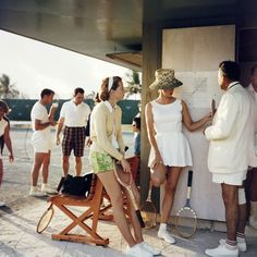 Vintage Retro Style Tennis in the Bahamas, Photo: Slim Aarons. - Now serving: a welcome dose of retro tennis cool to get us excited for the start of the US Open. Slim Aarons, Tennis Outfits, Tennis Clothes, Tennis Skirts, Preppy Outfits, Retro Mode, Vintage Mode, Retro Vintage, High Society