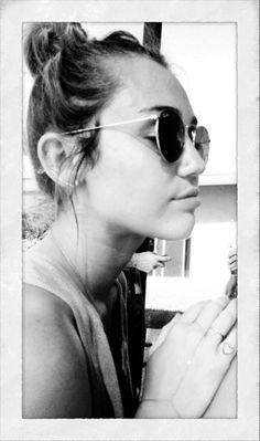 Miley Cyrus, twinsie tattoos