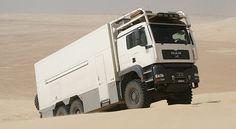 A l'apparence, il peut sembler un simple camion, mais vous allez bientôt découvrir que c'est bien plus que ça. Son nom est Unicat EX70HDQ et bien que, vu de l'extérieur, il ressemble à un camion…