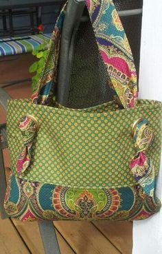 handmade purses Sewing Purses And Bags Colour Ideas Patchwork Bags, Quilted Bag, Tote Handbags, Purses And Handbags, Fabric Handbags, Sacs Tote Bags, Handmade Purses, Handmade Fabric Bags, Handmade Handbags