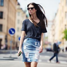 Denim skirts were very popular in the late This spring they are coming back! You can find variety of different styled denim skirts on the market right now. Denim Fashion, Fashion Outfits, Fashion Trends, Fashion Tag, Denim Pencil Skirt, Denim Skirts, Jean Skirts, Estilo Jeans, Street Chic