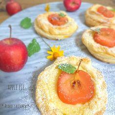 11/16.wed こんばんわっ どーしても姫りんごのコンポートを使いきりたくてまたまた夜にお菓子作り アップルパイができましたっ() 形成下手くそですがお許しを(_ _)σワラ #homemade #sweets #dessert #pie #apple #lin_stagramer #yummy #instafood #cookpad #cotta #手作り #手作りお菓子 #手作りおやつ #アップルパイ #りんご #手作り冬お菓子 #クッキングラム #コッタ #クックパッド #デリスタグラマー #おうちカフェ