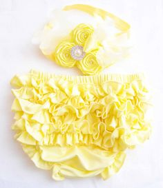 Baby Bloomers  Baby Bloomers Yellow With Cute Ruffle in Set With Yellow Roses Headband