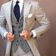 You're looking at the solid proof that a grey wool suit and a white and black houndstooth waistcoat are awesome when worn together in a refined look for a modern man. Gq Style, Mode Style, Sharp Dressed Man, Well Dressed Men, Mode Masculine, Mens Attire, Mens Suits, Style Gentleman, Komplette Outfits