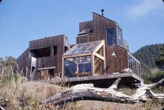 BY ZACH MORTICE Sea Ranch, in Northern California, seems to have always existed, emerging from the Pacific Coast cliffs like sun-dappled lichens spread across the rocks. But it was like litt… Sea Ranch California, Northern California, Architecture Details, Landscape Architecture, Ranch Style Homes, Glass House, Pacific Coast, Source Of Inspiration, Winter Garden