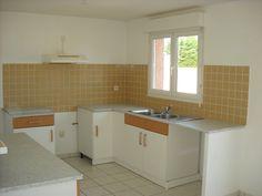 Bessan villa comprenant en rez-de-chaussée un séjour, une cuisine ouverte, un WC, un jardin et un garage. A l'étage trois chambres et une salle de bains avec un second WC.
