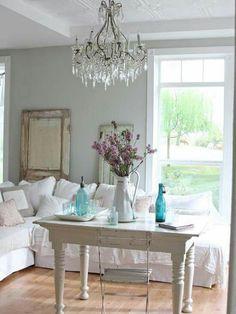 wohnzimmer gestalten shabby chic lila akzente blumen | living room