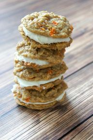Recipe for Carrot Cake Sandwich Cookies with Cream Cheese Frosting. If you're a big fan of carrot cake with the delicious cream cheese frosting than I think you'll love these cookies! Yummy Treats, Sweet Treats, Yummy Food, Köstliche Desserts, Dessert Recipes, Carrot Cake Sandwich Cookies, Carrot Cookies, Cookie Sandwiches, Sweet Cookies