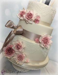 Vintage wedding cake ........
