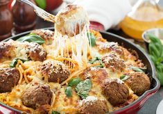 Baked Meatball Recipe, Meatball Bake, Meatball Recipes, Paprika Sauce, Baked Spaghetti, Spaghetti Sauce, Grape Jelly Meatballs, Grape Recipes, Crock Pot Meatballs