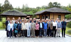 김일성종합대학창립 70돐 국제학술토론회 참가자들 만경대 방문