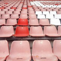 Love the pale pink and pops of cherry red in this image (στην τοποθεσία PSV stadion) Pastel Red, Red And Pink, Pretty In Pink, Pastel Colors, Pink White, Photoshoot Idea, Style Rose, Red Style, Lala Berlin