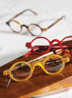 Honey Archival Round Frame with Tortoise Temples Funky Glasses, Glasses Frames, Nice Glasses, Glasses Shop, Round Eyeglasses, Eyeglasses For Women, Round Eyes, Fashion Eye Glasses, Optical Glasses