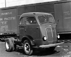 international KB Trucks | ... Historical Images - International K-7 Cab-Over-Engine Truck, WHi-26152