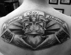 50 Claddagh Tattoo Designs For Men - Irish Icon Ink Ideas Cool Back Tattoos, Upper Back Tattoos, Back Tattoos For Guys, Irish Tattoos, Celtic Tattoos, Irish Claddagh Tattoo, Tattoo Sites, Irish Symbols, Sleeve Tattoos