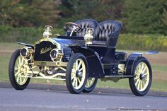 1905 Packard - (Packard Motor Car Company Detroit, Michigan My Dad had a Packard.Newer one than this, thou. Vintage Cars, Antique Cars, Cool Old Cars, Veteran Car, Auto Retro, Classy Cars, Old Classic Cars, Classic Motors, Old Trucks
