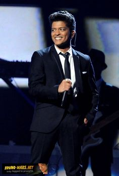 Bruno Mars Pictures (Page: 33)
