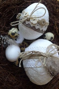 Plastered Easter eggs - Karin Urban - NaturalSTyle Easter egg with plaster bandage buttons lace Hoppy Easter, Easter Bunny, Easter Eggs, Easter 2018, Easter Egg Crafts, Diy Ostern, Decoupage Vintage, Easter Crochet, Egg Decorating