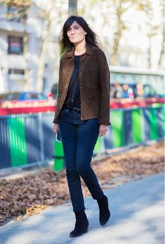 A simple way to don a western jacket by pairing it with a t-shirt and ankle boots. // #StreetStyle