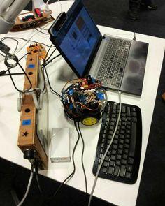 Robô com uma placa arduino controlado pelo notebook e a placa IoT Surfboard que  através das mãos você comanda o acender e o desligar de uma lâmpada. #iot #arduino #java #robotics #boanoite  #robótica #boanoitee #electronics #vscocam by elvisherlan
