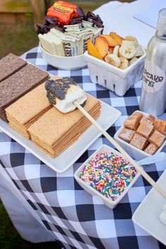 Birthday Party Ideas with Smores Theme 13th Birthday Parties, Fairy Birthday Party, Birthday Party For Teens, 14th Birthday, Sleepover Party, Birthday Party Decorations, Kid Birthday Party Food, 14 Birthday Party Ideas, Teen Party Food