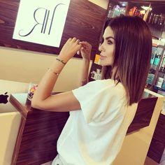 Slim long bob Kim Kardashian Klaudia Halejcio teraz na tę zmysłową fryzurę postawiła Natalia Siwiec! Podoba Wam się? #lelumpl #lelum #nataliasiwiec #hair #wlosy #girl #polishgirl #hotgirl #brunette #style #trendy #polskadziewczyna #woman #brunetka #styl #goodvibes Trendy Trend Beauty Fashion