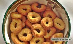 Biscoitos simples de limão - http://www.sobremesasdeportugal.pt/biscoitos-simples-de-limao/