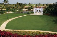 Caribbean grandeur on the Great Lawn. Ritz Carlton, Grand Cayman