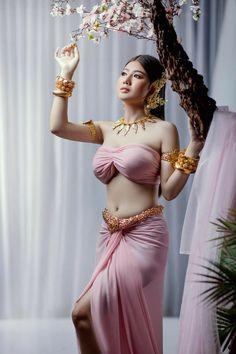 Beautiful Women Over 40, Beautiful Girl Indian, Beautiful Girl Image, Cute Beauty, Beauty Full Girl, Beauty Women, Grace Beauty, Indian Beauty Saree, Sexy Asian Girls
