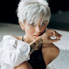 85 New Best Pixie Cut Ideas for 2019 - Short Pixie Haircuts Pixie Haircut For Thick Hair, Choppy Hair, Short Hairstyles For Thick Hair, Short Grey Hair, Short Pixie Haircuts, Pixie Hairstyles, Short Hair Cuts, Curly Hair Styles, Short Blonde