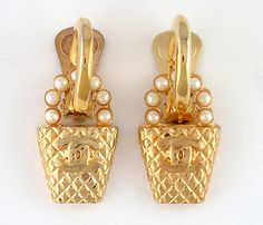 RARE Gorgeous Vintage Chanel Gold Tone Pearls Earrings