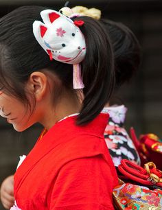 """Beauty of Japan by sugar -M on 500px. It is a scene of a festival of Japan called """"Kitsune-no-yomeiri"""".  The days of this festival, girls wear a kimono and walk along a town."""