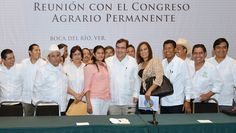 El gobernador Javier Duarte de Ochoa se reunió con integrantes del Congreso Agrario Permanente (CAP) y con secretarios de su gabinete para lograr acuerdos en el trabajo y colaboración entre el Gobierno del Estado y las asociaciones ligadas al CAP.