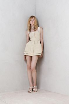 Alexander McQueen Milano - Pre-Spring 2014 - Shows - Vogue. Runway Fashion, Fashion Show, Fashion Design, Fashion Ideas, Fashion Beauty, Fashion Trends, Geometric Couture, Alexander Mcqueen 2014, Casual Day Dresses