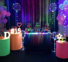 ideias convite docinhos bolo painel de festa lembrancinha as Neon Birthday, 13th Birthday Parties, 15th Birthday, Glow In Dark Party, Glow Party, Disco Theme, Disco Party, Party Decoration, Birthday Decorations