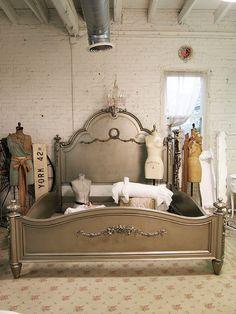 Cottage peint Chic minable Silver Slipper Romance lit King