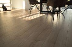 Extra brede laminaat planken van 32 cm. Floer Landhuis laminaat Licht Eiken.