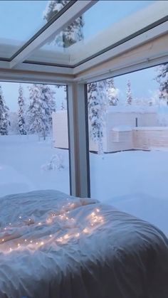 Beautiful Christmas Scenes, Christmas Scenery, Christmas Feeling, Beautiful Nature Scenes, Winter Scenery, Christmas Lodge, Winter Christmas, Beautiful Places To Travel, Cool Places To Visit