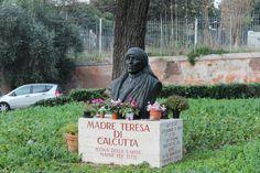 Beeld van de wereldbekende zuster: Moeder Theresa. Dit beeld is te vinden tegenover: Chiesa Di San Gregoria Al Celio, een basiliek die we even hebben bezocht op donderdag.