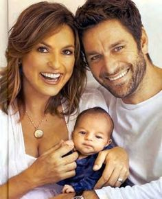 Mariska, her husband Peter Hermann and their son August when he was tiny! Ohhhh! <3