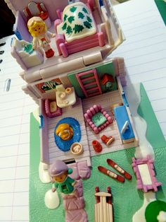 Polly Pocket -1993 Ski Lodge Playset - Pollyville (Notice that the out view are different from Ski Lodge Brown version but the inside is the same)