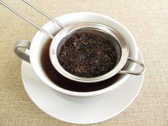 7 Lebensmittel gegen Durchfall | gesund.at   Tee ist bei vielen Erkrankungen eine gute Idee, da er den gereizten Magen wieder beruhigen kann. Beim Durchfall ist es außerdem besonders wichtig, sehr viel zu trinken. Neben Kamillentee empfehlen sich auch Pfefferminz- und Fencheltee. (DoraZett - Fotolia.com)  Der Zwieback ist der Klassiker unter den Hausmitteln bei Magenerkrankungen. Auch beim Durchfall hilft er als stopfendes Lebensmittel. (fcarniani - Fotolia.com)